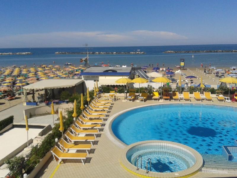 Hotel david cesenatico direttamente sul mare con piscina - Hotel sul mare con piscina ...